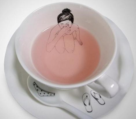 Naked Girls Tea Set por Esther Horchner