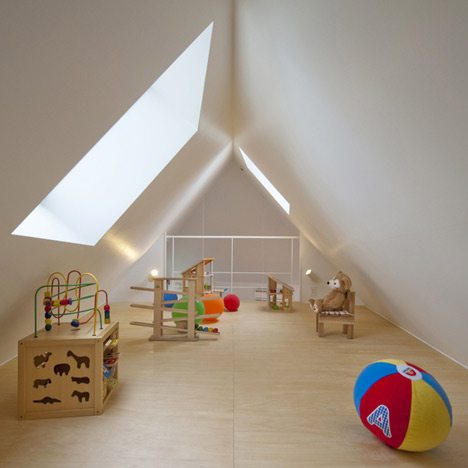 dezeen_House-in-Horinouchi-by-Mizuishi-Architect-Atelier-14
