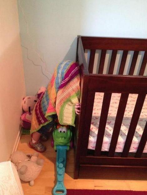 Kids-playing-hide-and-seek6