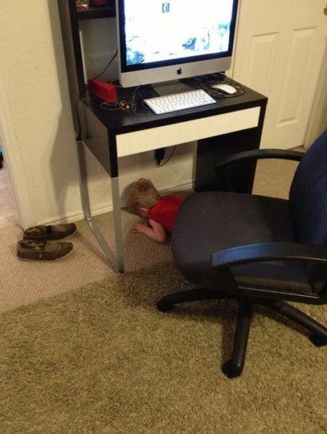 Kids-playing-hide-and-seek8